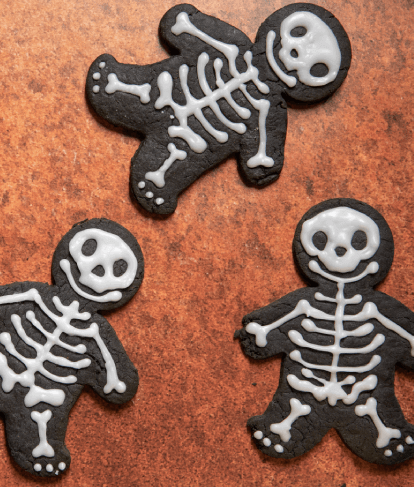 gingerbread men decorated with skeleton icing